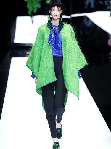 Look de colores fluor en la Milán Fashion Week de 2017