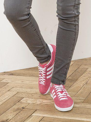 La firma IKKS colaboró en 2016 con Adidas y sus zapatillas Gazelle