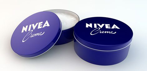 Envase característico de la marca Nivea