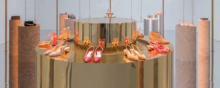 Complementos y zapatos de la colección para primavera/verano 2018
