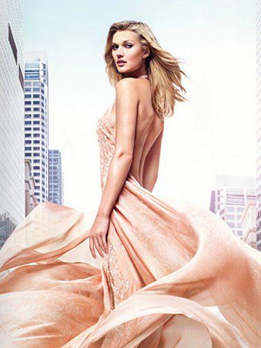 La modelo Toni Garrn es la image de Le Parfum desde 2015