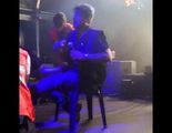La Cruz Roja vendando el tobillo roto a Antonio Orozco en pleno concierto